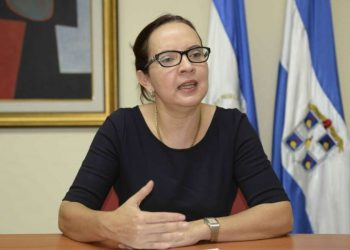 La doctora María Asunción Moreno se incorpora como miembro de la Alianza Cívica. Foto: Cortesía