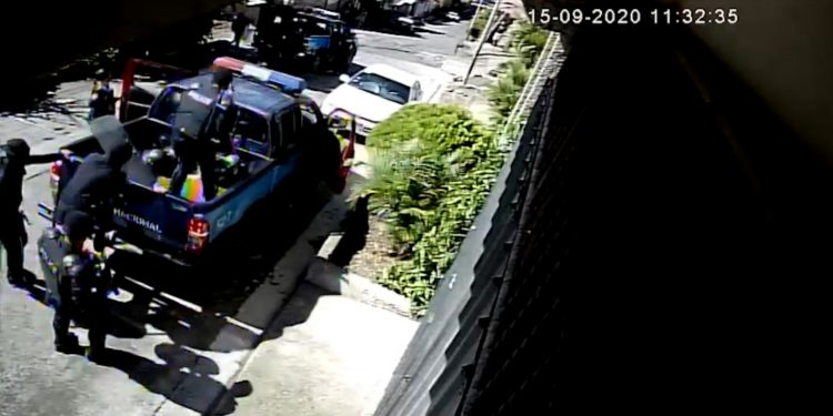Policía de Ortega cerca el canal de televisión Notimat, de Matagalpa. Imagen: Cortesía.