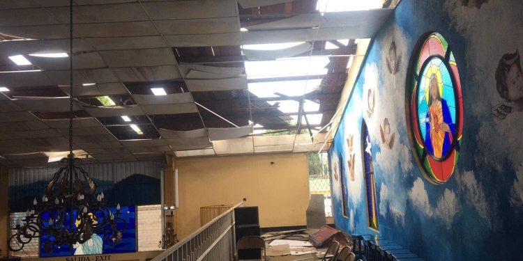 Tornado destruye Iglesia y viviendas de barrios de Managua