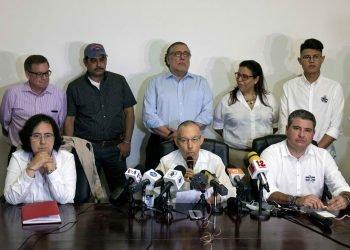 Miembros de la Comisión de Buena Voluntad, Coalición Nacional y la Alianza Ciudadana. EFE /Jorge Torres