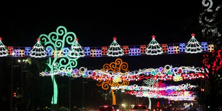 Pese a crisis económica, la empresa estatal Enatrel gasta millones en adornos navideños. Foto: Tomada de medios oficialistas.