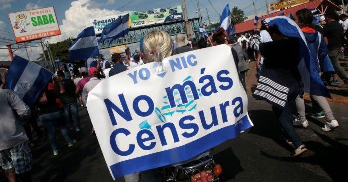 Periodistas independientes inician campaña de recolección de firmas en rechazo a la «Ley Mordaza». Foto: Tomada de internet.