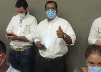 Policía amenazó con meter preso al chofer de Félix Maradiaga si conducía el vehículo en que viajarían a Somoto. Foto: Noel Miranda / Articulo 66