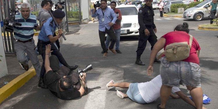 Dictadura arrecia hostilidad hacia la prensa independiente con chantajes e intimidación, según Informe de CINCO. Foto: Artículo 66/EFE