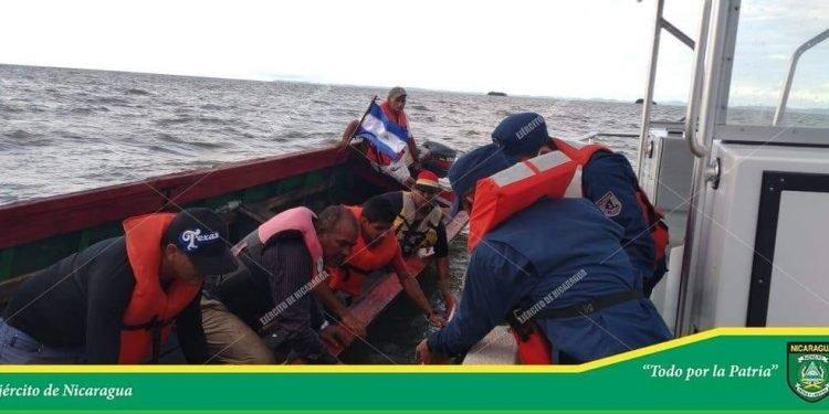 Naufraga una lanchita cargada con cianuro contrabandeado y resultan un ahogado y un desaparecido. Foto: Publicada por el Ejército de Nicaragua.