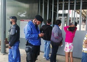 Policía amenaza a periodista de Artículo 66: «Si seguís grabando, te va a pesar». Foto: Noel Pérez/Artículo 66