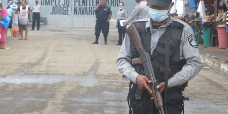 Familiares de presos políticos denuncian nuevos actos de represión en «La Modelo». Foto: Noel Miranda / Artículo 66