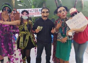 Jóvenes satirizan a los dictadores de Nicaragua y sus aliados en la «Marcha de la Burla». Foto: A. Navarro/Artículo 66