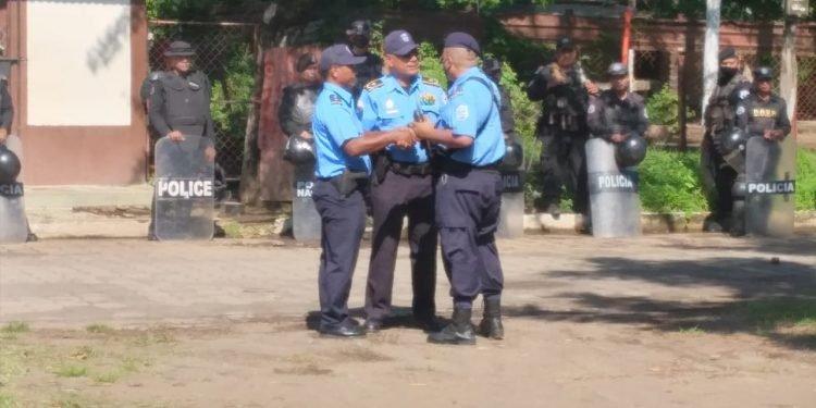 Fidel Domínguez saca su escuadrón en su intento de amenaza a la Coalición Nacional. Foto: Artículo 66.