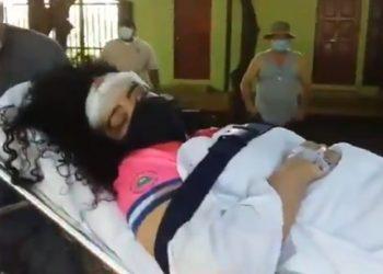 Verónica Chávez fue internada en la Unidad de Cuidado Intensivos, tras la pedrada de turbas sandinistas