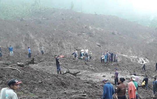 Víctimas del deslizamiento de Peñas Blancas sepultadas y continúa búsqueda de desaparecidas. Foto: Internet.