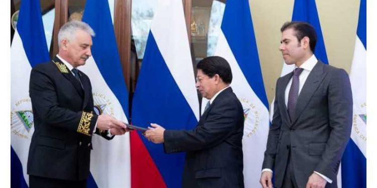Inusual presentación del nuevo embajador ruso: Laureano Ortega en primera fila. Foto: CCC