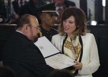 Rueda cabeza de la diputada María Fernanda Flores. Foto: EFE
