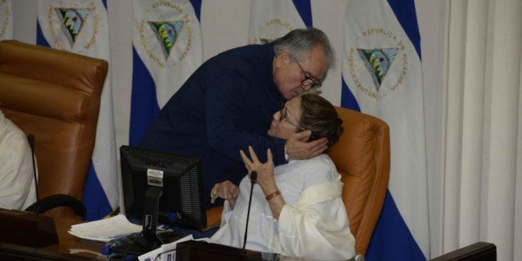 Gustavo Porras y María Haydée Osuna  en la Asamblea Nacional.  Foto LA PRENSA /Manuel Esquivel