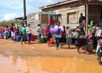 Comunitarios de la Costa Caribe de Nicaragua son evacuados ante llegada del Huracán Iota. Foto: Radio Uraccan Siuna