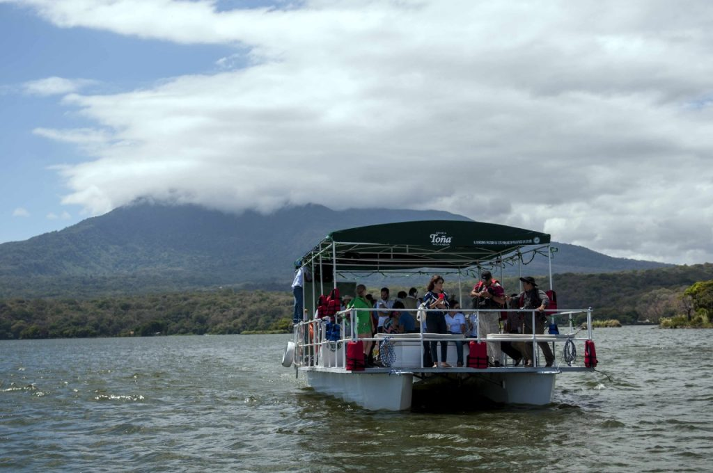 El gran lago de Nicaragua está también bajo una segunda amenaza, la primera fue la concesión canalera al chino Wang Jing. Foto: Artículo 66 / EFE.