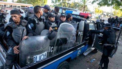 Policía asalta hotel matagalpino y saca por la fuerza a opositores. Foto: Infobae.