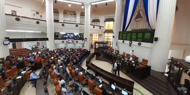 Reforma a Ley del consumidor pone en riesgo las remesas y a las mipymes, afirma Amcham. Foto: Internet.