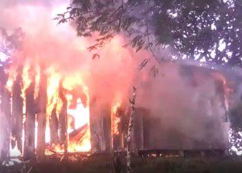 Conflicto por tierras provoca quema intencional de casa de campesinos y Policía ni siquiera quiere recibir la denuncia. Foto: Cortesía.