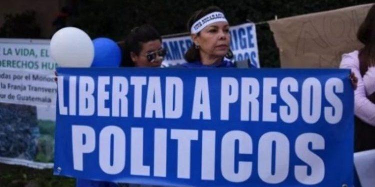 Familiares de presos políticos exponen ante eurodiputada los abusos del régimen orteguista