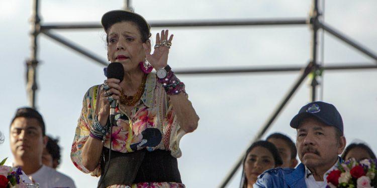 Vicedictadora aplaude su ley de inhibición a opositores y los llamó «traidores de la patria» . Foto: Artículo 66 / EFE