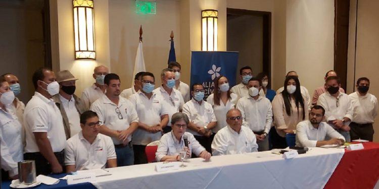 Kitty Monterrey: La Coalición no existe y la UNAB tampoco: A. Navarro/Artículo 66.