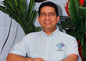 Doctor Bismarck Somarriba en UCI del hospital Vivian Pellas tras presentar COVID-19 severo. Foto: Artículo 66 / Cortesía