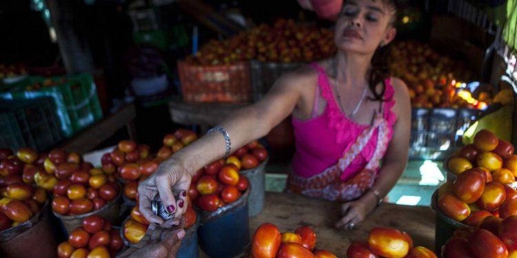 Rosario Murillo califica de «buena noticia» incremento del 1% y 3% al salario mínimo. Foto: Artículo 66/ EFE.