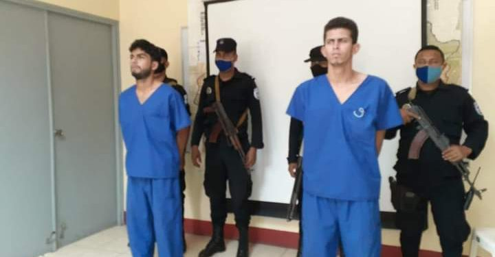 Policía presenta a los presunto femicidas de la joven Katring López. Foto: Internet.