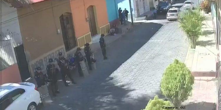 Asedio policial número 90 a las instalaciones de Radio Darío en León. Foto: Artículo 66 / Captura de pantalla