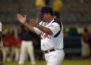 Manager del equipo de Beisbol de Matagalpa adoctrina a sus peloteros a votar por la dictadura. Foto: Artículo 66 / La Prensa