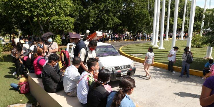Bachilleres y profesionales deberán enviar carta a Daniel Ortega si quieren becas. Foto: Gobierno.
