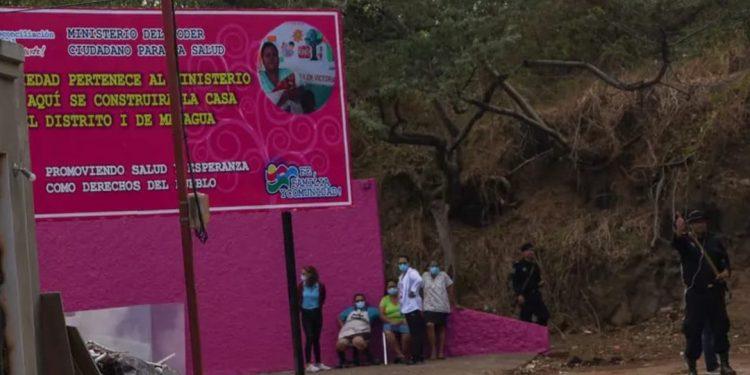 Redacción de Confidencial en rosado «chicha» para funcionar como casa materna. Foto: Confidencial