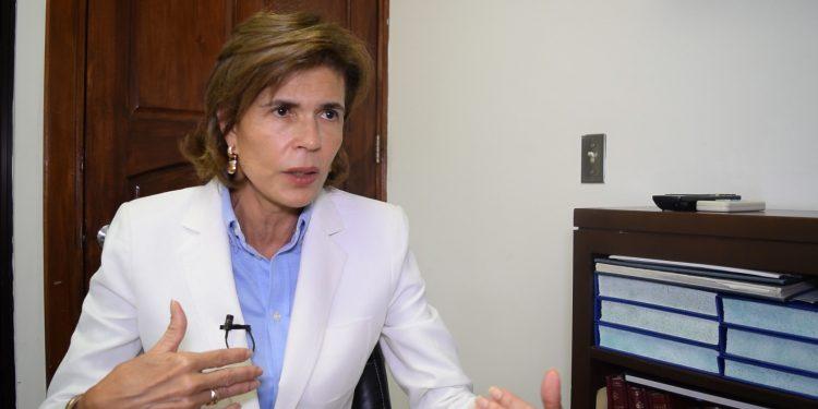 Cristiana Chamorro sostiene que salida del régimen requiere «conversar» con Ortega.