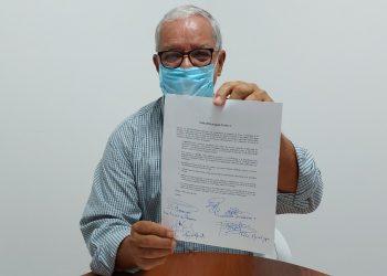 Luis Fley firma acuerdo de unidad de opositores para enfrentar a Daniel Ortega. Foto: Artículo 66 / Cortesía