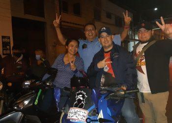 Policía de Masaya reparte refresco, tira bombas y afirma su fidelidad a Daniel Ortega. Foto: A:rtículo 66 / Alcaldía de Masaya