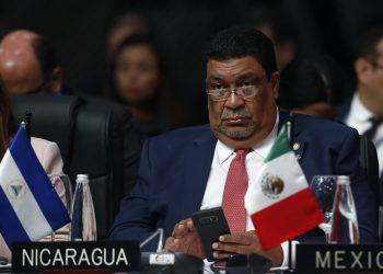 Daniel Ortega se sacude a Valdrack Jaentschke y le quita por decreto sus 16 cargos. Valdrack Ludwing Jaentschke Whitaker, durante su participación en la 49 Asamblea General de la OEA, en Medellín Colombia, defendiendo al régimen orteguista. Foto: Artículo 66/EFE