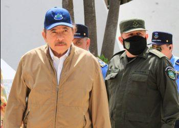 El poder o la muerte. Foto: Daniel Ortega, en un acto oficial junto a altos mandos militares y policiales/ Barricada.