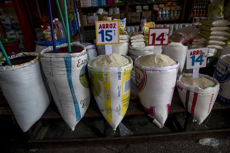 El salario de la mayoría de los nicaragüenses no logra cubrir la canasta básica. Foto: Artículo 66/ EFE.