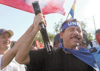 Daniel Ortega prepara a sus bases por si le toca «volver a incendiar el país como en los años 90». Foto: La Prensa.