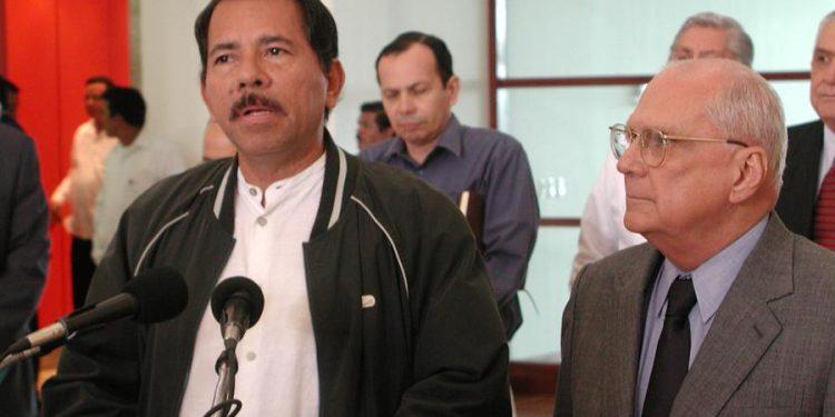 Daniel Ortega junto a Enrique Bolaños