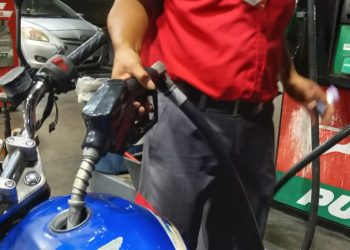 Un alivio para el bolsillo de los nicaragüenses, después de 19 semanas de paliza del combustible. Foto: Artículo 66 / Noel Miranda