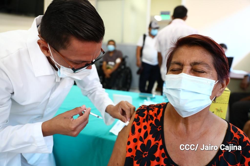 Comité CComité Científico crítica obsesión del gobierno de infundir temor para vacunarse contra el COVID-19. Foto: El 19 Digital ientífico señala irregularidades en el inicio de inmunización contra el COVID-19. Foto: El 19 Digital
