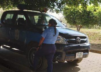 Policía asedia a las opositoras de Masaya Karla Ñamendy y Yolanda González. Foto: Cortesía