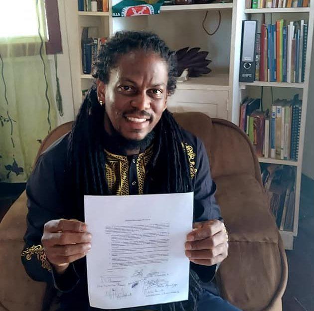 George Henríquez firma acuerdo en el que se compromete a respaldar al candidato único de la oposición. Foto: George Henríquez.