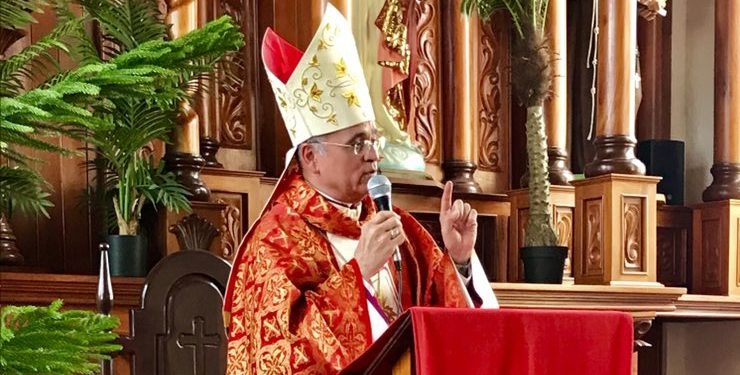 Obispo Báez: «El Señor Crucificado sigue sufriendo en los pueblos oprimidos por poderosos desquiciados». Foto: Internet.
