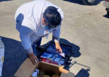 Policía del régimen impide a la abogada Yonarqui Martínez entregar ayuda al excarcelado Justo Rodríguez. Foto: Cortesía.