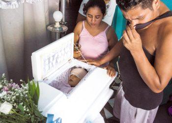 La vela del niño Teyler Lorío, presuntamente asesinado por policías del régimen. Foto: Cortesía/La Prensa