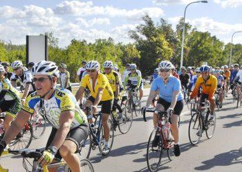 Comunidad nicaraguense de Miami en maratón ciclístico «gritamos por libertad de Nicaragua». Foto: Internet.