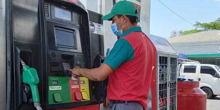 Una nueva alza sufrirá el combustible a partir del domingo 23 de mayo. Foto: Artículo 66 / Noel Miranda
